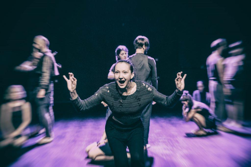"""Techniki stosowane w czasie prób wznawiających spektakl """"2.0.4.5. Miniopera metafizyczna"""" w Teatrze Chorea i odbiór tożsamości spektaklu przez widzów"""
